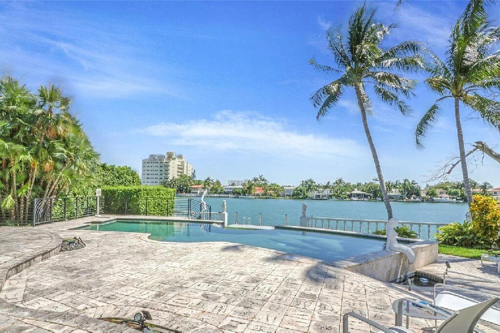 Lakeview Dr Miami