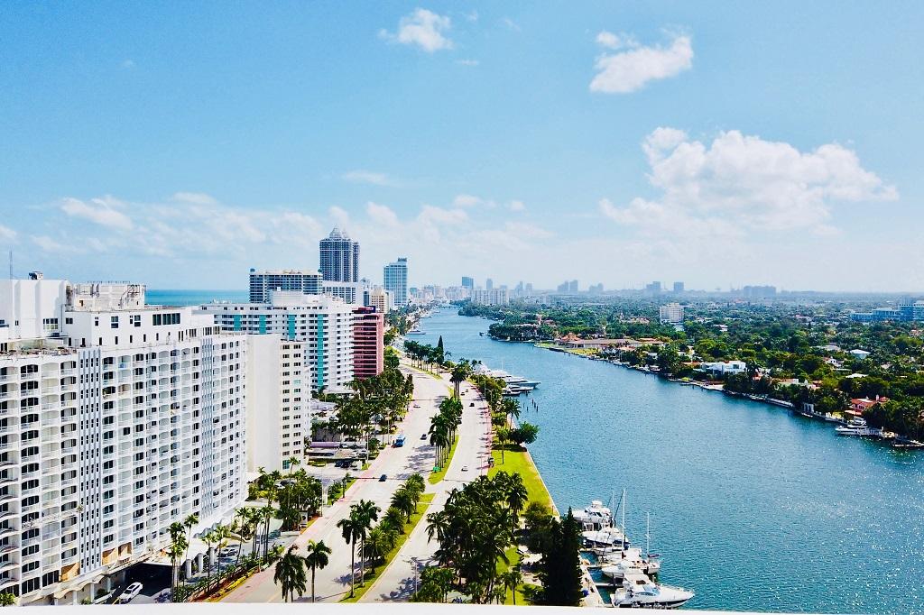 Luxury Condo - Miami Beach